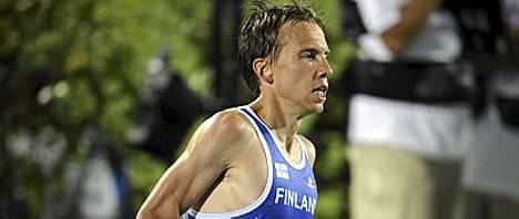 Jussi Utrainen alitti puolimaratonin Suomen enntäysajan.