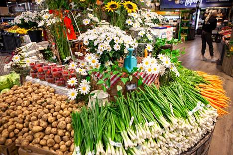 K-Citymarket Päivärannassa panostetaan eri tuoteryhmien esillepanoon.