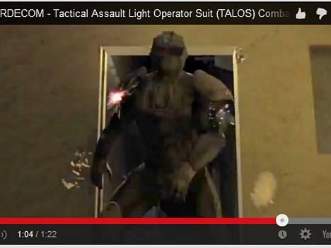 Talosia esittelevä animaatio päättyy tilanteeseen, jossa luodinkestävään pukuun sonnustautunut sotilas syöksyy oven läpi luotisateeseen.