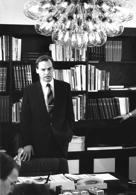 Christopher Wegelius lokakuussa 1990. Samassa kuussa säästöpankeilta alettiin pumpata rahaa Skopille. Summa oli 800 miljoonaa markkaa.