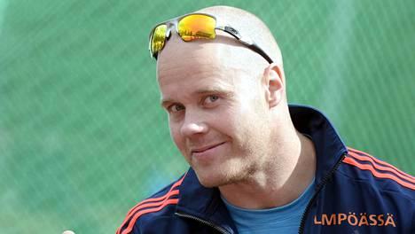 David Söderberg palasi onnistuneesti moukarihäkkiin.