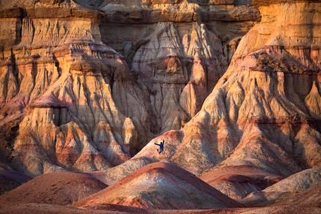 Paul Zizka on ikuistanut kuviinsa myös Mongolian upeat kivimuodostelmat.