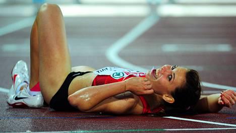 Alina Talai tuuletti 100 metrin aitojen EM-hopeaa Helsingissä 2012.