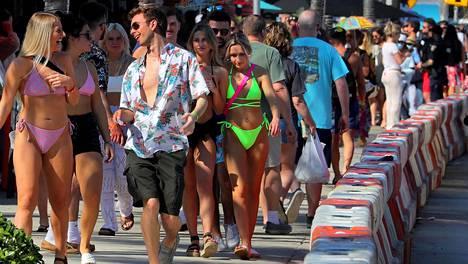 Kevätlomailijat suuntasivat päiväjuhliin rannalle Floridan Fort Lauderdalessa maaliskuun ensimmäisellä viikolla.