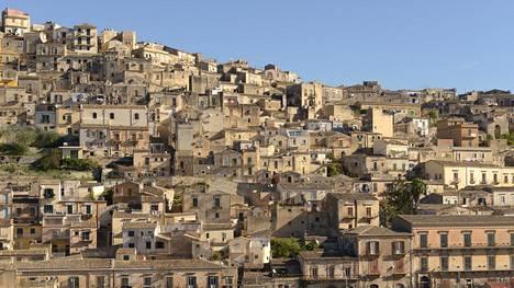 Sisilian kukkulakaupungeissa on ajan patinaa ja mukavaa vanhanaikaisuutta. Vanhoja taloja kunnostetaan muun muassa lomakodeiksi.