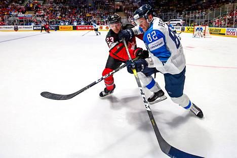 Harri Pesonen väänsi, käänsi ja lopulta laukoi vapauttavan 3–1-osuman Suomelle.