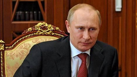 Vladimir Putin palkitsi venäläisiä toimittajia.