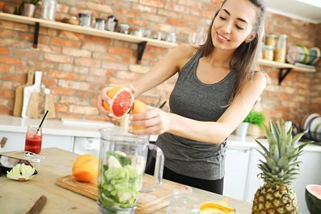 Vihersmoothet ja vihermehut ovat helppo tapa saada valtavan paljon vihreää yhteen lasilliseen.