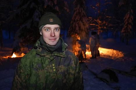 Mikael Aikio kuvattuna talvisissa olosuhteissa. Tuolloin ei sääskiä ollut.