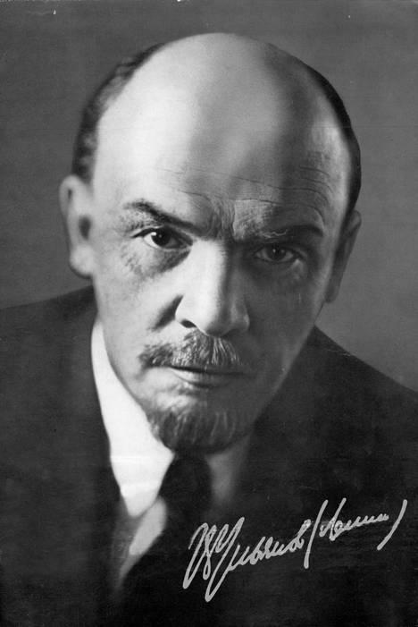 Suomi itsenäistyi Venäjästä vuonna 1917, Leninin johtamien bolsevikkien kaapattua vallan.
