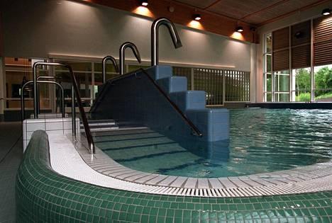 Kirkkonummen uimahallia kehutaan niin onnistuneeksi, että se korvaa kylpylän.
