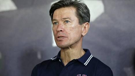 Vjatsheslav Bykov kritisoi rajusti päätöstä siirtää MM-kisat pois Valko-Venäjältä. Kuva vuodelta 2014, jolloin Bykov toimi Pietarin SKA:n päävalmentajana.