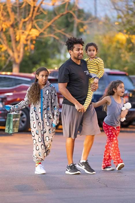 TJ Jacksonilla on myös omia lapsia. Kuvassa TJ Jackson Dee Dee, Jo Jo, ja Rio.