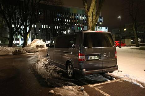 Presidentti Sauli Niinistön käytössä oleva auto oli perjantai-iltana pysäköity Naistenklinikan läheisyyteen.