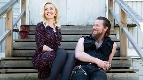 Näyttelijä Mari Perankoski ja rokkari Jouni Hynynen ovat olleet yhdessä vuodesta 2012 saakka.