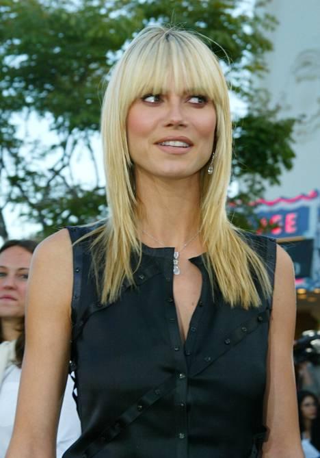 Huippumalli Heidi Klum edusti nollarin toista otsismuotia: silmäripsiä hipovaa mallia, joka jätettiin sivuilta hieman pidemmäksi.