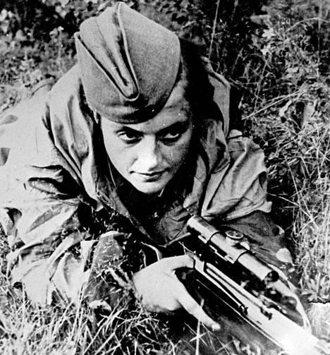 Tarkka-ampuja Ljudmila Pavlitshenko surmasi yli 300 saksalaista toisessa maailmansodassa.