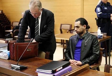 Itäpuiston murhasta tuomittu Alaa Albu-Salih (oik) on vaihtanut nimensä Enkeliksi.