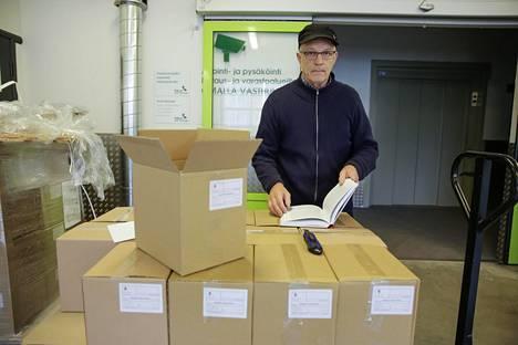 Sotahistoriaa harrastava Hannu Narsakka keräsi aineistoa kirjaansa kymmenen vuotta.