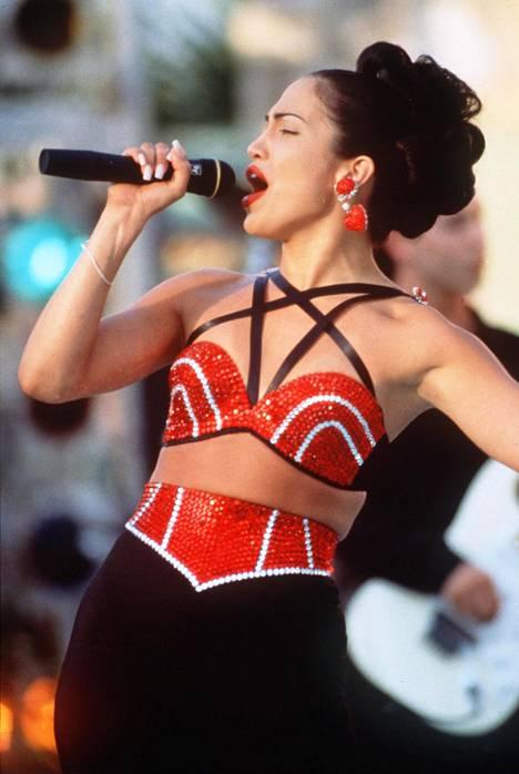 Jennifer Lopez esitti Selenaa hittielokuvassa nimeltään Selena. Lopez on kertonut haastatteluissa Selenan olevan hänen esikuvansa. Elokuva oli megamenestys, kun se julkaistiin vuonna 1997 ja Lopezin roolisuoritusta ylistettiin.