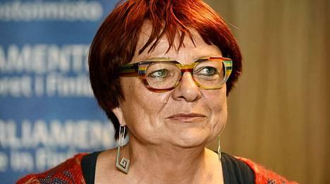 Europarlamentaarikko Tarja Cronberg (vihr) haluaisi tarjota varmoja työpaikkoja Suomesta Etelä-Euroopan köyhille nuorille.