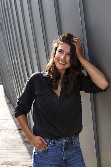 Stylistina työskentelevä Maryam Razavi on tehnyt pitkän uran mallimaailmassa.
