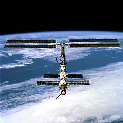 Avaruusasema väisti avaruusromua.