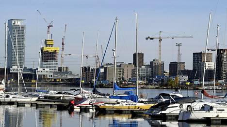 Helsingin Kalasatamaa rakennetaan edelleen.