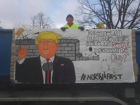 Norssin abien Trump pykäsi muuria Bulevardille.