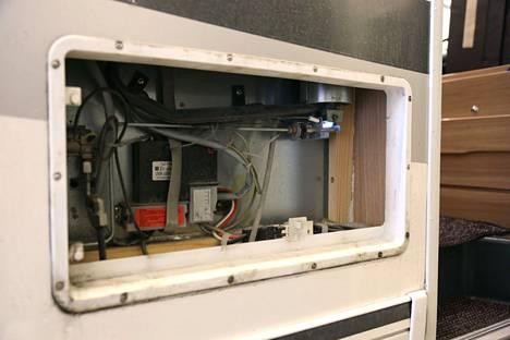 Jääkaapin taustan puhdistaminen vähentää tulipalon vaaraa. Jos ajoneuvossa on itse tehtyjä sähköviritelmiä, niin hyvä vinkki on tämä: unohda kyseinen kulkuneuvo!