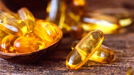 Omega-3-rasvahappolisät tuskin estävät syöpää tai sydäntauteja – myös D-vitamiinilisien teho on kyseenalainen