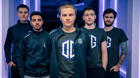 """Aleksi """"Aleksib"""" Virolaisen (keskellä) johtama OG pelaa keskiviikkona selkä seinää vasten."""