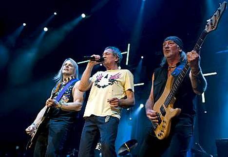 Sveitsissä vastikään keikkaillut Deep Purple tulee Suomeen. Kuvassa kitaristi Steve Morse, laulaja Ian Gillan ja basisti Roger Glover.