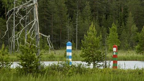 Suomen ja Venäjän rajatolpat.