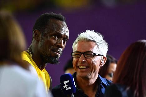 Jonathan Edwards haastatteli Usain Boltia MM-areenalla Lontoossa.