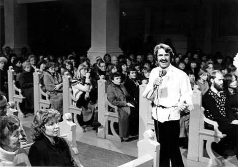 Viktor Klimenko tuli uskoon vuonna 1980 ja kiersi sen jälkeen kirkoissa esiintymässä.