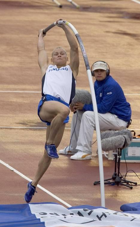 Mononen sijoittui vuoden 2006 Göteborgin EM-kisoissa kirvelevästi neljänneksi. Hopean jakaneet Tim Lobinger ja Romain Mesnil ylittivät parhaimmillaan saman korkeuden kuin Mononen, 565, mutta Monosen pudotus aiemmasta korkeudesta ratkaisi pelin suomalaisen kannalta epäsuotuisasti.–Se vielä vähän harmittaa, kun mitali oli niin lähellä. Mutta olihan se niissä olosuhteissa huikea kisa ja pystyin taistelemaan kuuden metrin miehiä vastaan, Mononen muistelee sateisessa ja tuulisessa säässä käytyä kilpailua.