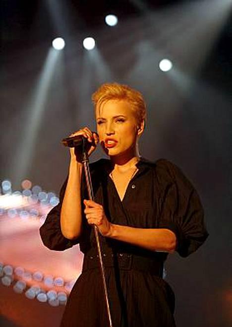 Hehän ovat kuin kaksi marjaa! Janita euroviisukarsinnassa 2009...