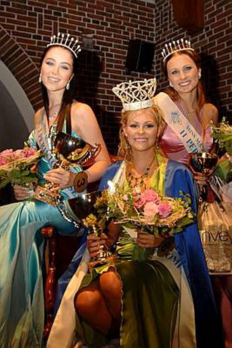 Miss Maailma Suomi -kilpailun ensimmäinen perintöprinsessa Laura Vienonen, voittaja Linnea Aaltonen ja toinen perintöprinsessa Minna Nikola.