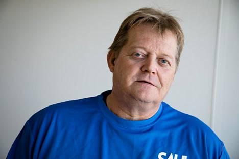 Räty kertoo, ettei koronaviruksen aiheuttamat rajoitukset juurikaan näy entisen urheilijan arjessa.