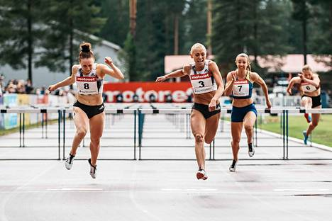 Annimari Korte (kesk.) aitoi Suomen ennätyksen 12,72 keskiviikkona Joensuussa.