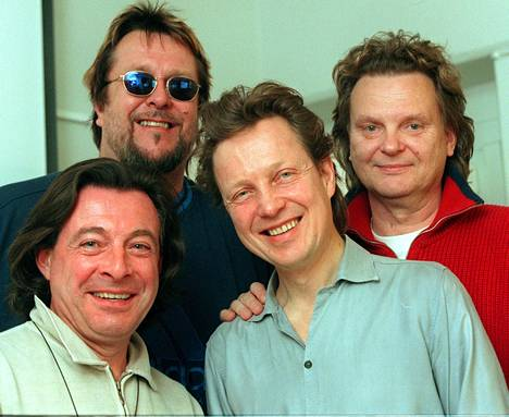 Kuvassa laulukokoonpano Mestarit: Kirka Babitzin, Pave Maijanen, Pepe Willberg ja Hector eli Heikki Harma vuonna 1998.