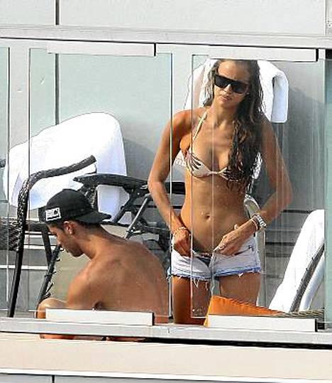 Cristiano Ronaldo hengaili New Yorkissa tyttöystävänsä Irina Shaykin kanssa eilen.