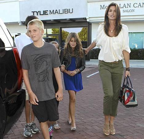 Supermalli lähti perheineen Malibussa, Kaliforniassa sijaitsevasta Nobu-ravintolasta.