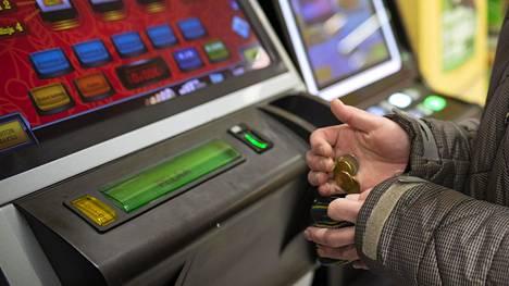 Veikkaus on kertonut suitsivansa ongelmapelaamista muun muassa vahvalla tunnistautumisella ja peliautomaattien vähentämisellä.