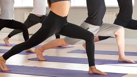 Jooga ja pilates ovat hyviä lajeja tasapainon harjoittamiseen.