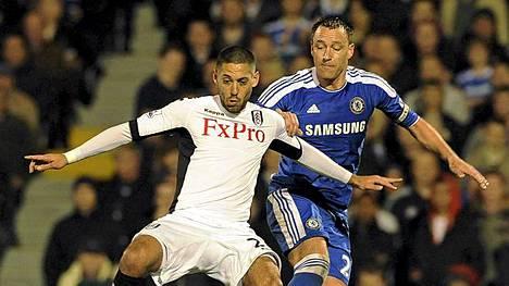 Fulhamin Clint Dempsey (vas.) ja kumppanit pureskelevat jatkossa seuran omien kanojen munia.