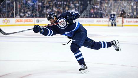 Patrik Laineen edustama Winnipeg Jets kohtaa NHL-avauksessa Carolina Hurricanesin.