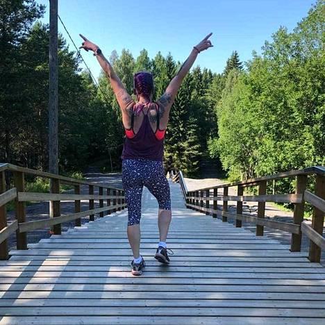 Anna-Karolina liikkuu joka päivä ja tekee pidempiä 10–15 km hölkkiä kolmisen kertaa viikossa.