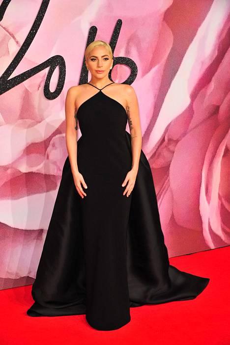 Lady Gaga British Fashion Awards -gaalan punaisella matolla 5. joulukuuta.